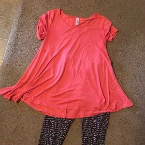 LuLaRoe coral perfect tee Sz Small